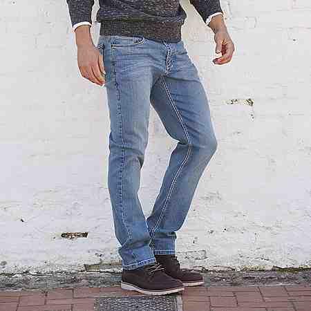 Zu den Jeans.