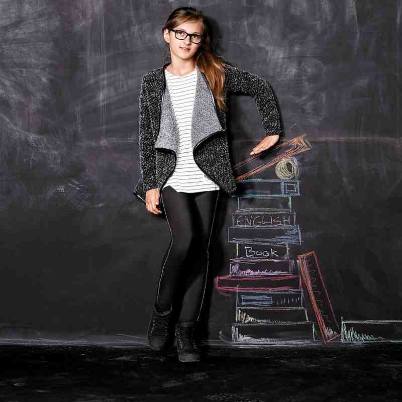Zur Mode für Mädchen von s.Oliver.