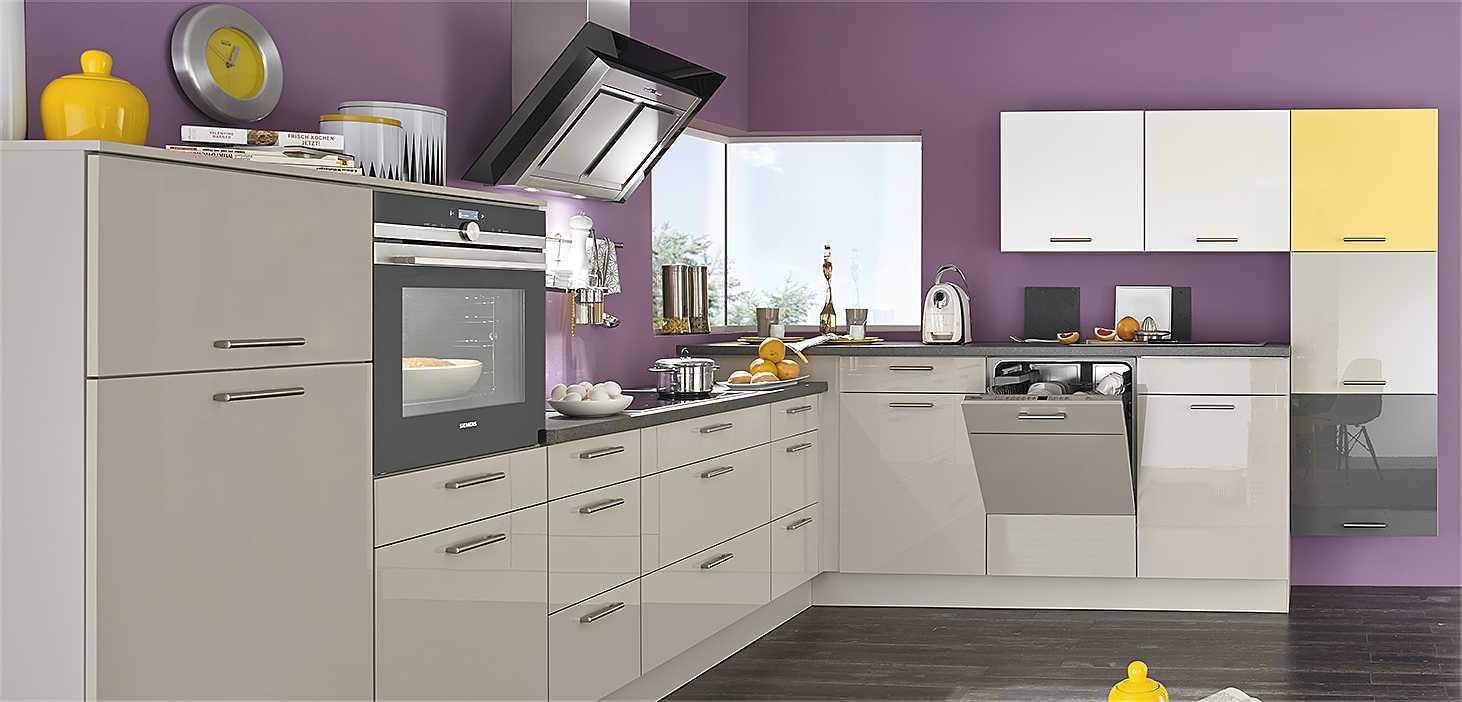 Classicküche Colour Mix in Sandbeige, Weiß, Sonnengelb, Quarzgrau und Silk glänzend