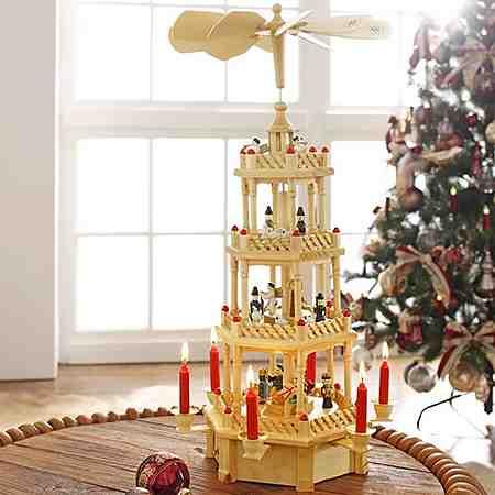 Weihnachtliche Dekoartikel: Weihnachtspyramiden