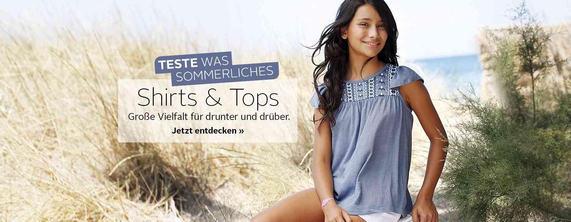 Zu den Shirts & Tops für Mädchen. Hier  Sie die große Auswahl an Mädchenshirts, wie z.B. bedruckte T-Shirts, Langarmshirts, Shirts mit Fledermausärmeln oder aber auch Basic Shirts und Tops.