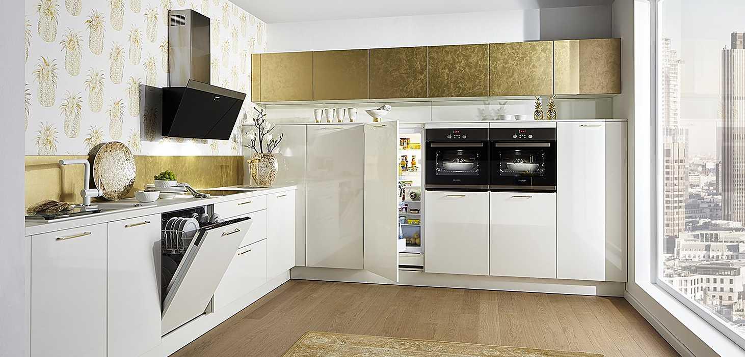 Designküche Weiß + Gold