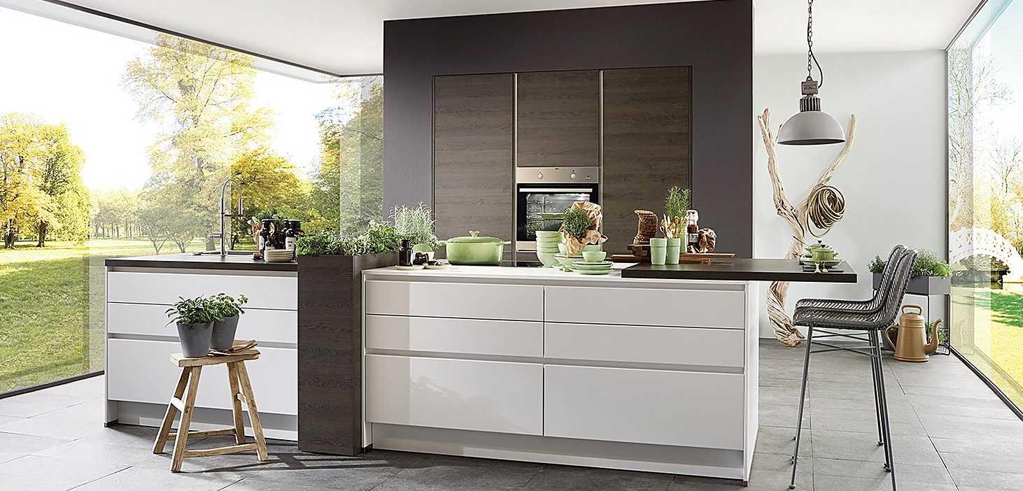 Wohnküche Kräuterküche in Weiß