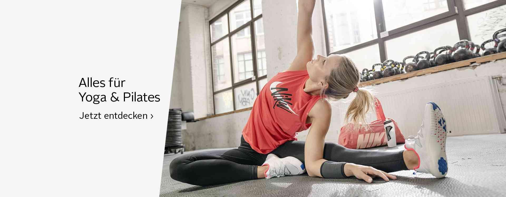 Diese Outfits sind die idealen Trainingspartner für das nächste Yoga- oder Pilatestraining. Unterstützt durch eine Yoga-matte und den Gymnastikball bleiben Sie kraftvoll, beweglich und ausgeglichen.