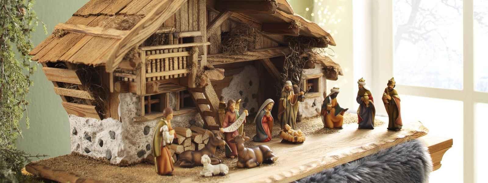 (und.(ist.anlass.weihnachten).(ist.sortiment.basteln.beleuchtung.dekoration.haushaltswaren.heimtextilien.medien.schreibwaren).(~.(v.1)))