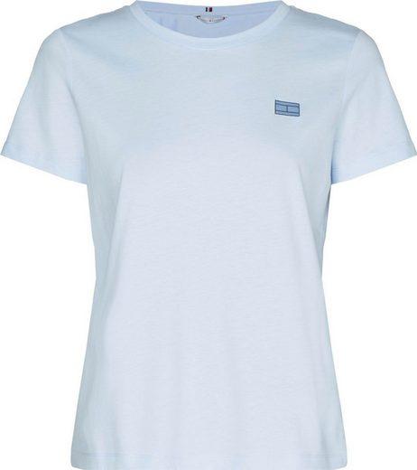 TOMMY HILFIGER Rundhalsshirt »CINDY REGULAR C-NK TOP SS« mit gestickter Tommy Hilfiger Logo-Flag auf der Brust