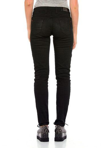 Cipo & Baxx Bequeme Jeans »Blink« mit auffälligen Details