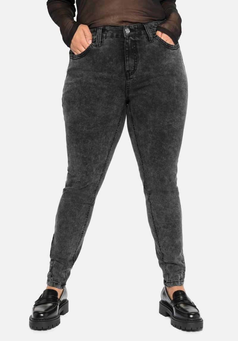 Sheego Stretch-Jeans in Moonwashed-Optik, jedes Teil ein Unikat