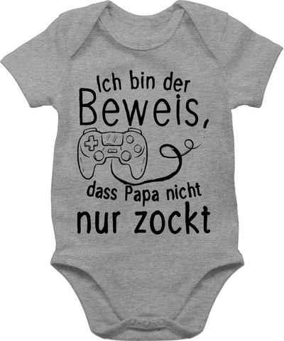 Shirtracer Shirtbody »Ich bin der Beweis, dass Papa nicht nur zockt - Papa und Vater Geschenk Baby - Baby Body Kurzarm« Vatertag Geschenke Tochter und Sohn