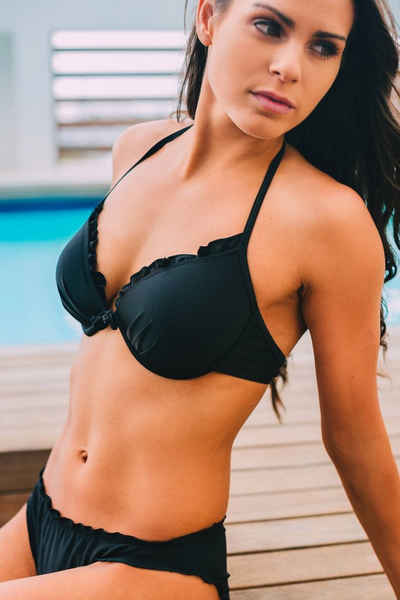 AvaMia Bügel-Bikini »Bikini Set Vorgeformtes Bügel Bikinitop mit Bikinihose Low Rüschchen für Beach Pool Badesee schwarz rot braun grün«