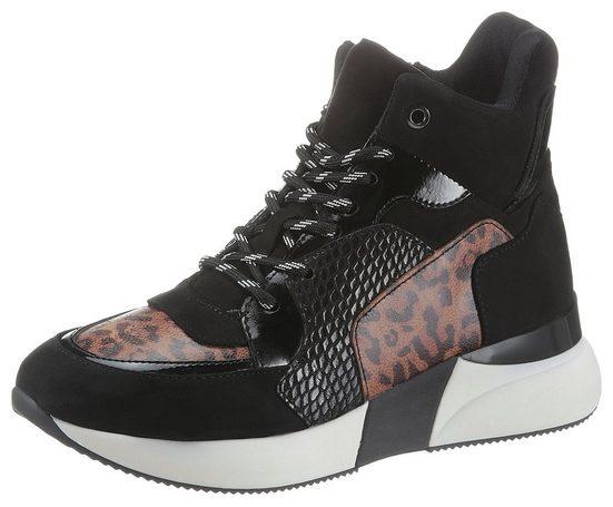 La Strada Sneaker im angesagten Materialmix