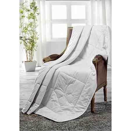 Seidenbettdecken bestehen aus einem sehr leichten Material und sind ideale Bettdecken für den Sommer, da sie über eine sehr gute Feuchtigkeitsaufnahme verfügen.