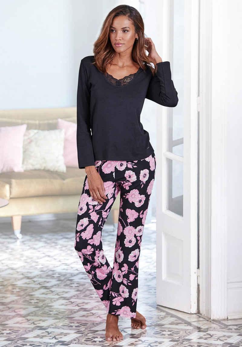 LASCANA Pyjama mit Blumenmuster und Spitzendetails