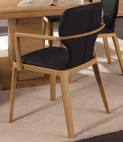 Den Stuhl mit Hocker gibt es auch in einer hellen Variante