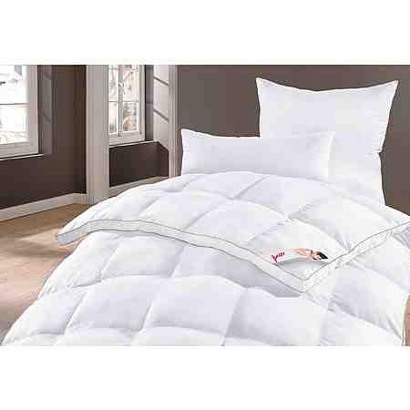 Kunstfaser-Bettdecken überzeugen durch ihr geringes Gewicht, gute Bauschigkeit & gutes Wärmerückhaltevermögen und sind ideale Bettdecken für Allergiker.