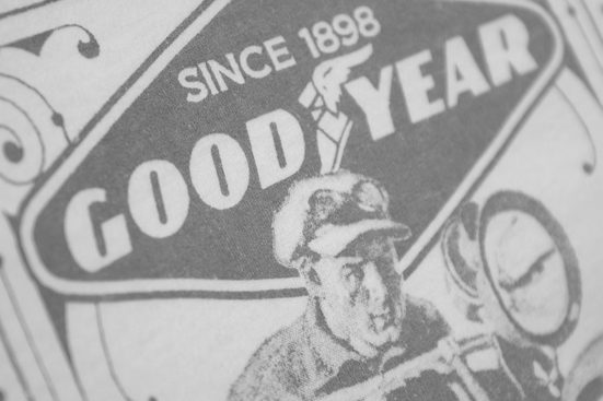Goodyear T-shirt Mit Retro-motiv Motorcycle