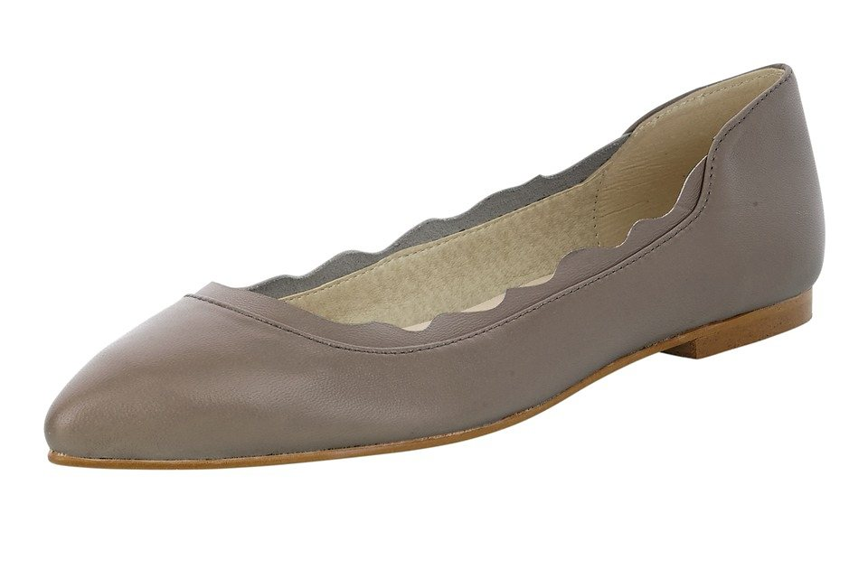 Ballerina in taupe