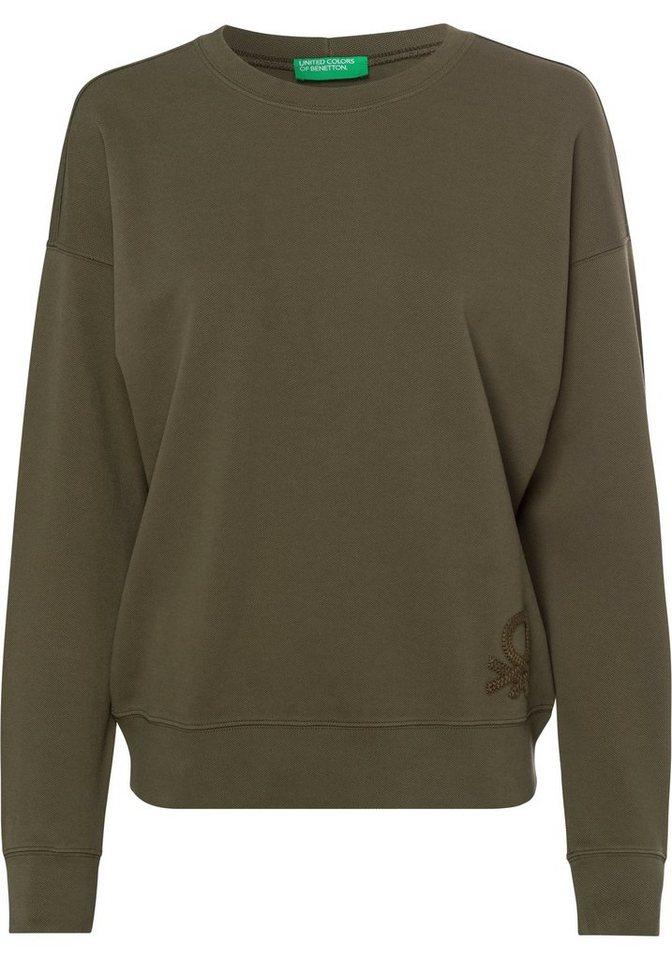 united colors of benetton -  Rundhalspullover mit einem großen, tonigen Label-Stitching über dem Saum