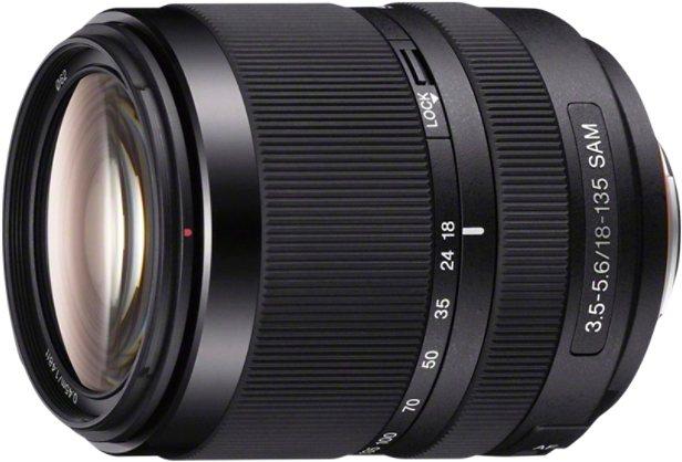 Sony SAL-18135, DT 18-135 mm F3,5–5,6 SAM Telezoom Objektiv in schwarz