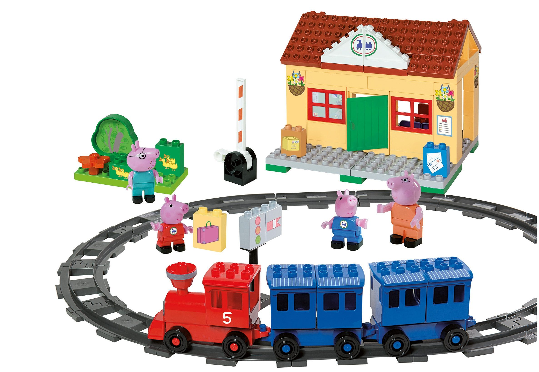 BIG Spielset Bahnhof mit Lokomotive u. Waggons, »PlayBIG Bloxx Peppa Pig Train Station« (95-tlg.)