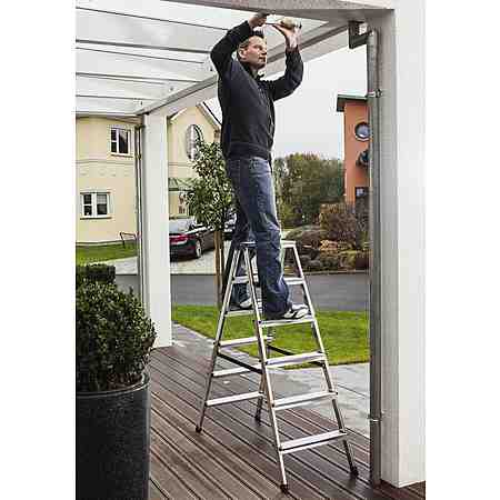 Praktische Helfer im Haus: Leitern! Ob kleine Tritte für den Haushalt oder höhere Varianten für Bauarbeiten - hier finden Sie Ihre passende Leiter.