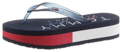 Tommy Jeans »RUBBER THONG MID BEACH SANDAL« Dianette mit Logoschriftzug auf der Decksohle