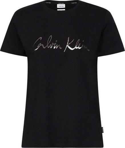Calvin Klein Rundhalsshirt »REGULAR SS SIGNATURE CALVIN TEE« mit Calvin Klein Logo-Schriftzug in metaicfarbenem Print