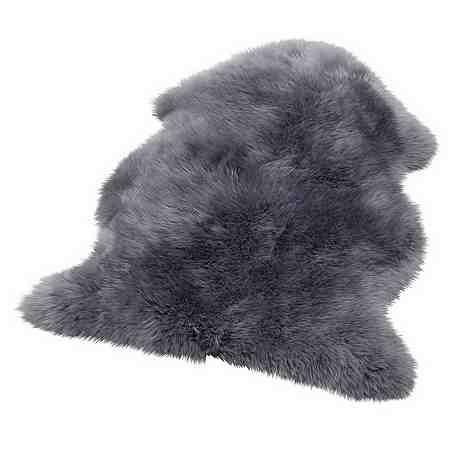 Fellteppiche und Fellimitate sorgen durch die flauschige Oberfläche für Gemütlichkeit. Echte Fellteppiche wie Schaffelle sind echte Unikate und punkten durch Natürlichkeit.