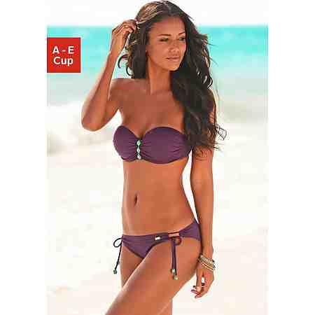 """Bandeau-Bikinis sind super sexy, sie zeigen """"nahtlose"""" Bräune auf der Sommerhaut: Bandeau-Bikinis kommen ganz ohne Träger aus oder machen auch als Neckholder-Variante eine ziemlich gute Figur."""