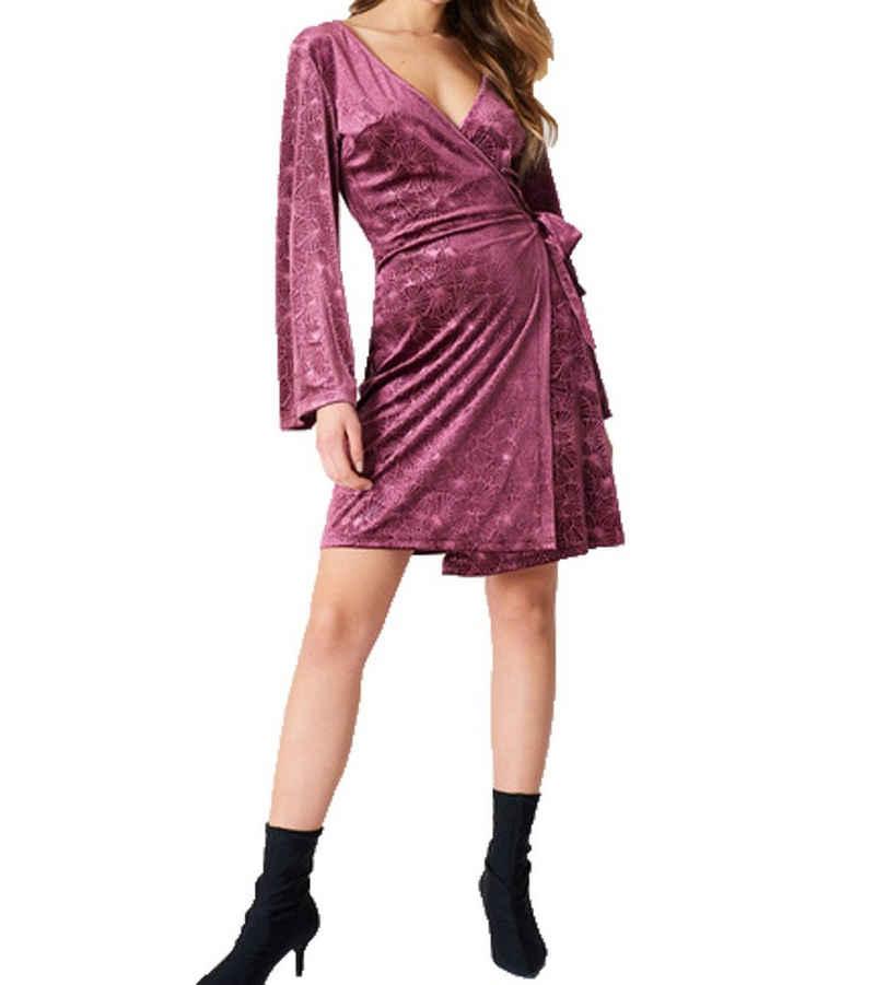 NA-KD Sommerkleid »NA-KD x Qontrast Wickel-Kleid gemustertes Damen Kleid mit tiefem Ausschnitt Freizeit-Kleid Violett«