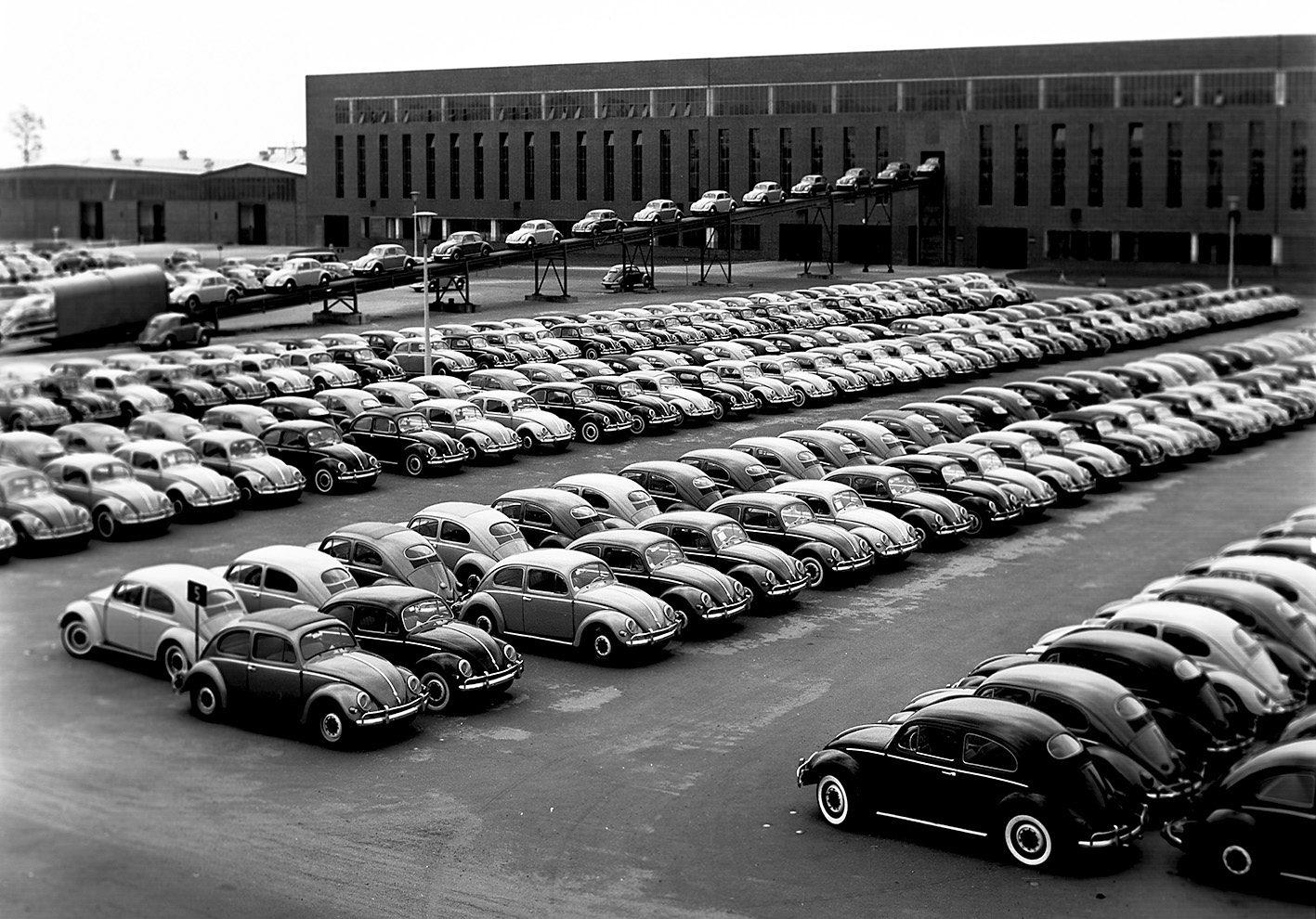 Fototapete, Architects Paper, »VW Käfer Fototapete«, Fabrik