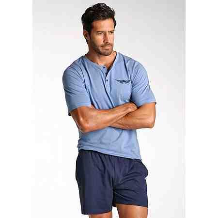 Nachtwäsche für Herren für traumhaft schöne Nächte. Ob lange oder kurze Pyjama - hier  Sie Nachtwäsche zum Wohlfühlen