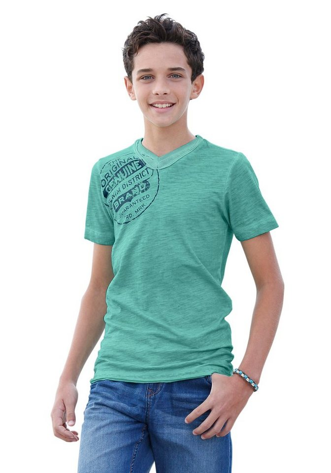 s.Oliver RED LABEL Junior T-Shirt in schmaler Form in grün