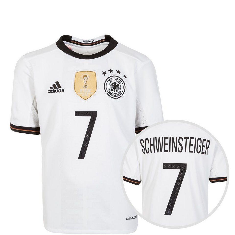 An den Seiten des neuen DFB-Trikots finden sich die ADIDAS-typischen drei weißen Streifen, die als unverkennbares Merkmal des traditionsreichen Ausstatters des DFB entsprechen und damit wiedermals auf die lange Tradition des DFB verweisen.