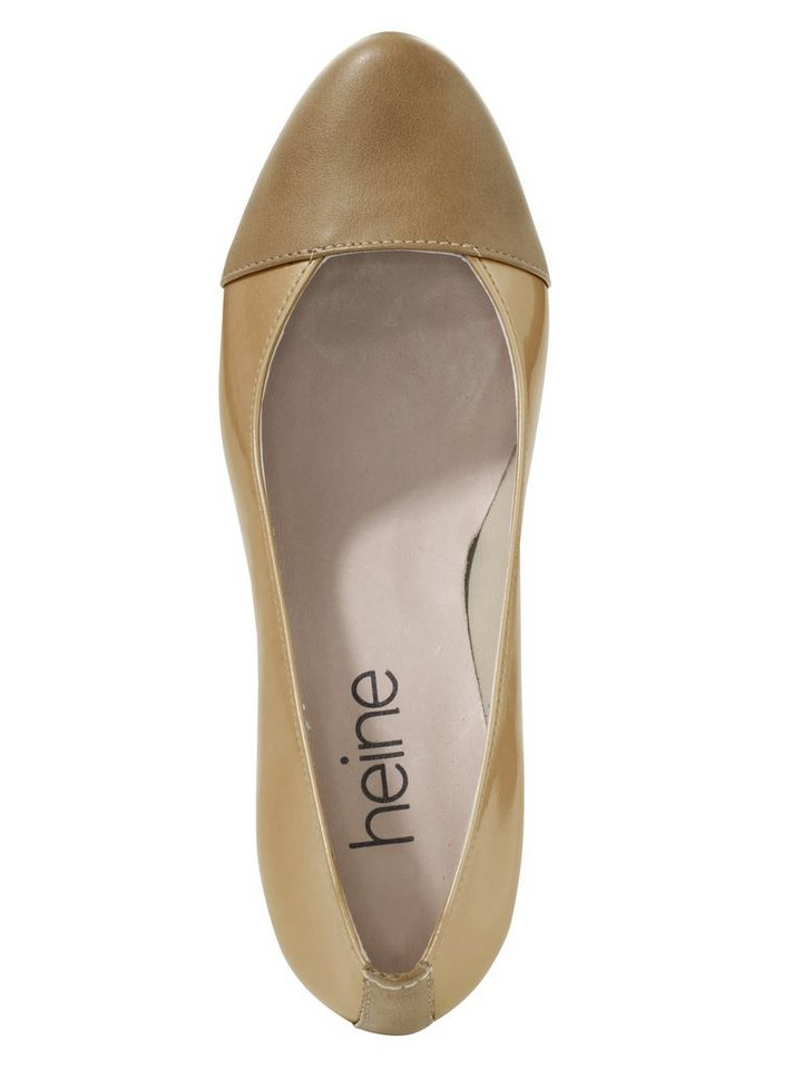Pumps in camel