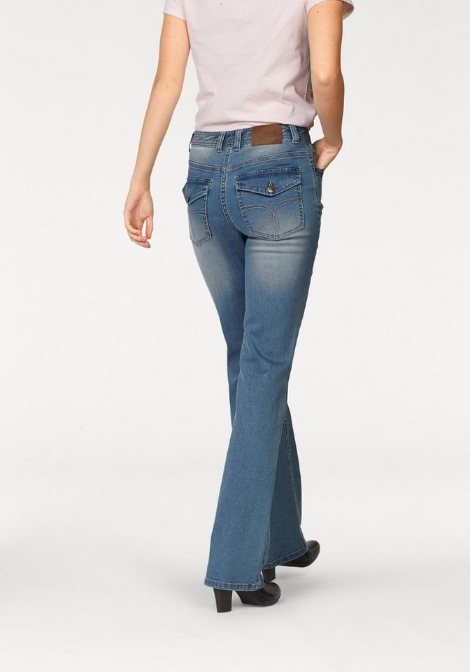 Cheer Bootcut-Jeans mit bestickten Patten-Gesäßtaschen in blue-bleached