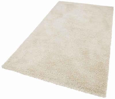 flauschige Teppiche einrichtung modern glas couchtisch weiße möbel
