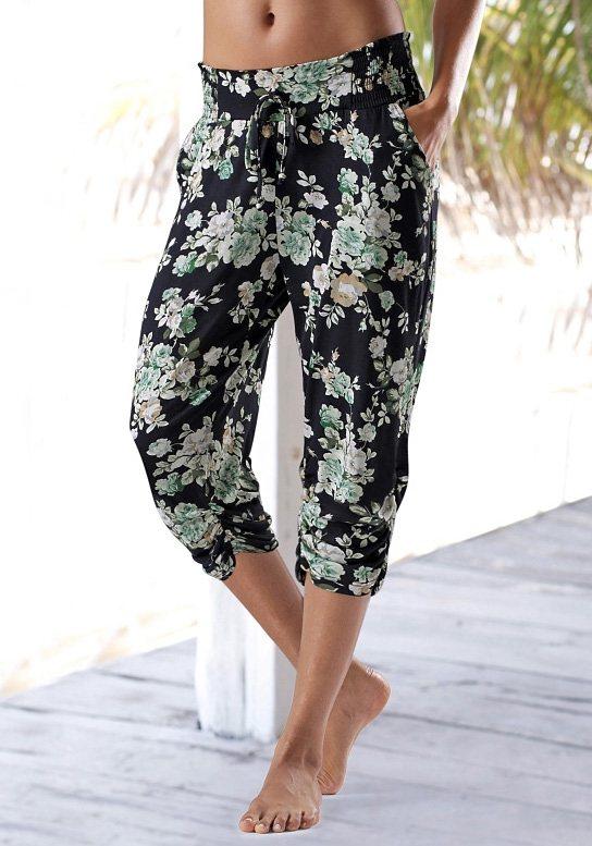 s.Oliver RED LABEL Beachwear Caprihose mit floralem Druck in schwarz-grün geblümt