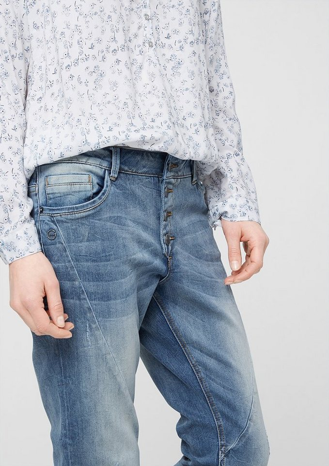s.Oliver Smart Slim: Used-Jeans mit Knopfleiste in middle blue denim st