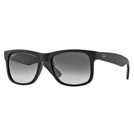 Cool und lässig: Sonnenbrillen verleihen jedem Look automatisch einen stilvollen Touch.