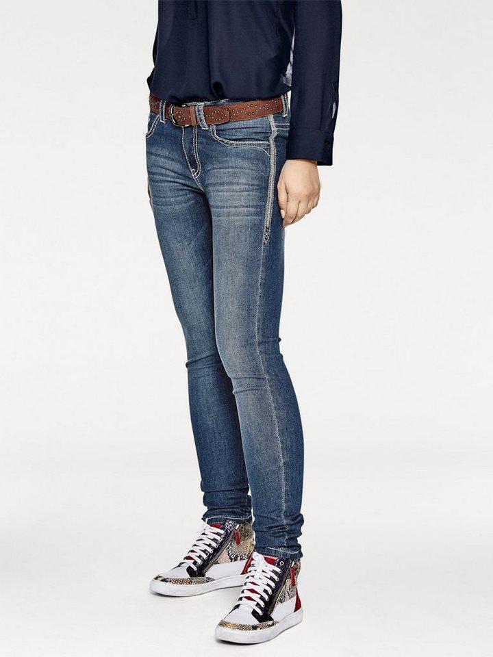 Jeans in dark denim