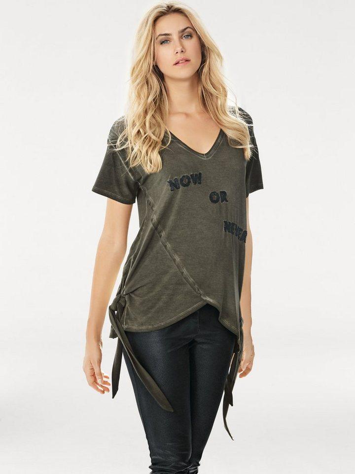 V-Shirt in oliv
