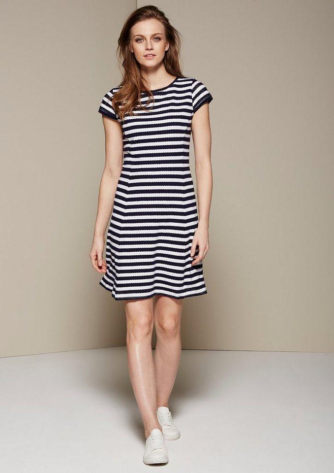 COMMA Leichtes Jacquardkleid mit sportlichem Streifen-Dessin in marine stripes