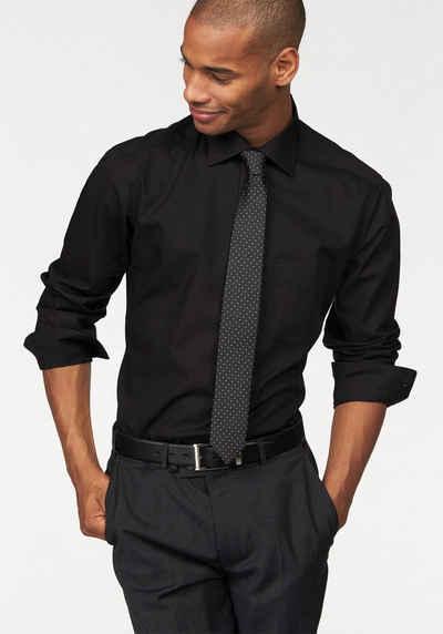 Schwarzes hemd passende hose