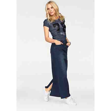 Lässige Outfits: Damen-Streetwear! Entdecken Sie hier unkomplizierte, und trendbewusste Kleidung, mit der Sie Ihrem Stil treu bleiben können...