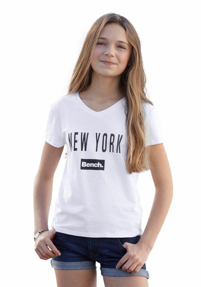 Bench T-Shirt mit V-Ausschnitt in weiß