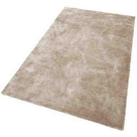 Hochflor-Teppiche liegen absolut im Trend, zaubern eine gemütliche Wohnatmosphäre und überzeugen durch ihre guten Wärmeeigenschaften sowie ihren langen, meist flauschigen Floor.