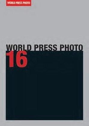 Broschiertes Buch »World Press Photo 16«