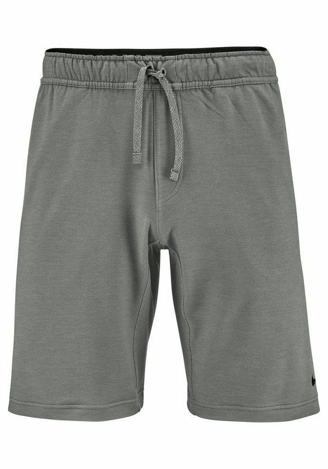 Nike Shorts in Grau