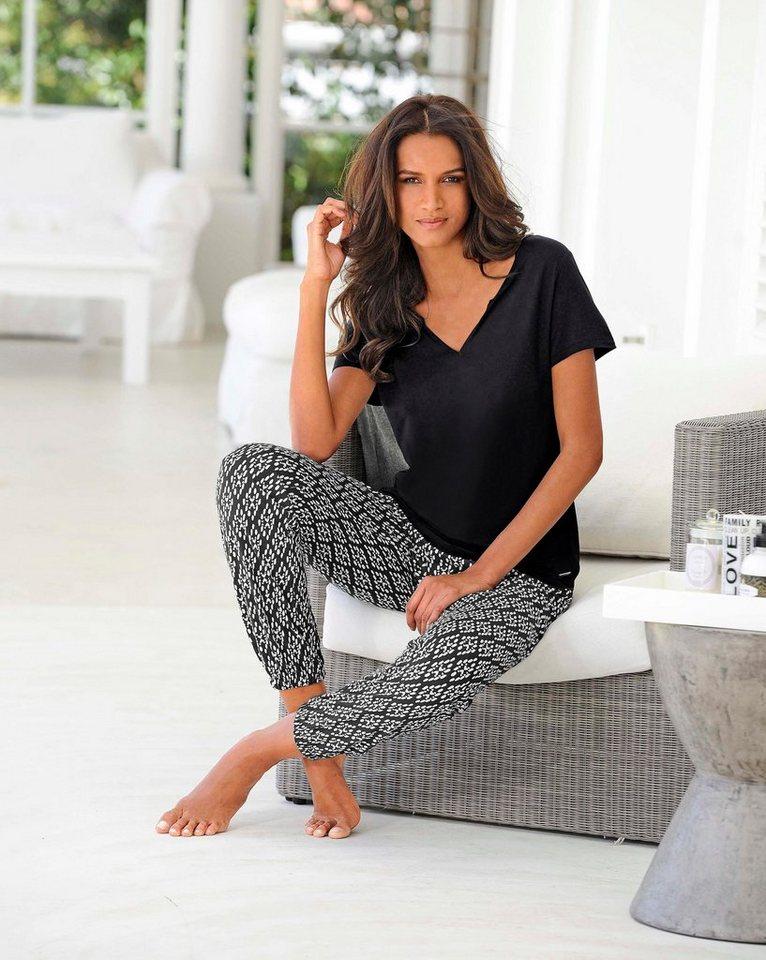 LASCANA Pyjama mit legerem T-Shirt & Hose im Ethnodesign in schwarz/gemustert